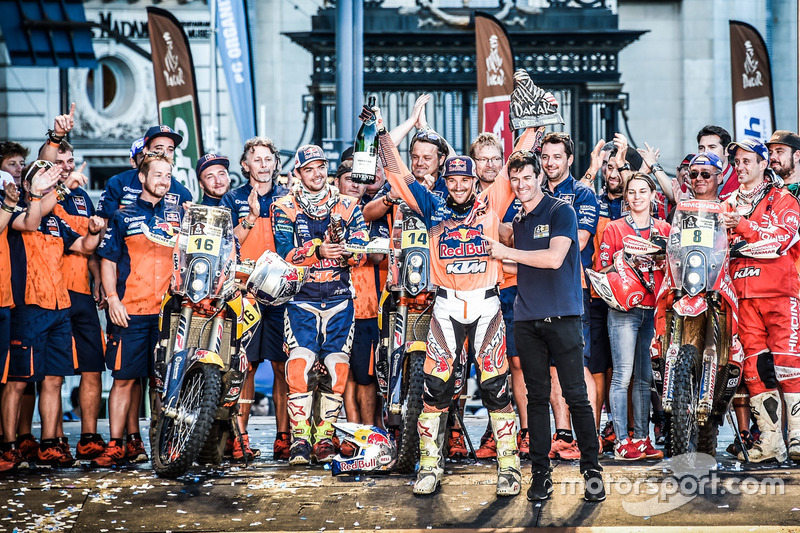 Ganadores #14 Red Bull KTM Factory Racing: Sam Sunderland y #16 Red Bull KTM Factory Racing: Matthias Walkner y #8 KTM: Gerard Farres Guell with Marc Coma