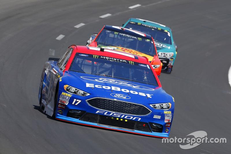 Ricky Stenhouse Jr., Roush Fenway Racing, Ford; Martin Truex Jr., Furniture Row Racing, Toyota