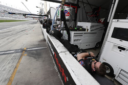 Equipo durmiendo del #63 Scuderia Corsa Ferrari 488 GT3, GTD: Cooper MacNeil, Alessandro Balzan, Gunnar Jeannette, Jeff Segal