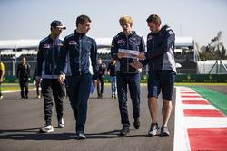 Brendon Hartley, Scuderia Toro Rosso, Sean Gelael, Scuderia Toro Rosso, consult with colleagues on a track walk