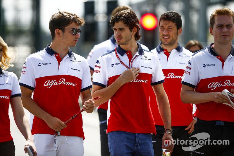 Charles Leclerc, Sauber, Antonio Giovinazzi, Haas F1 Team