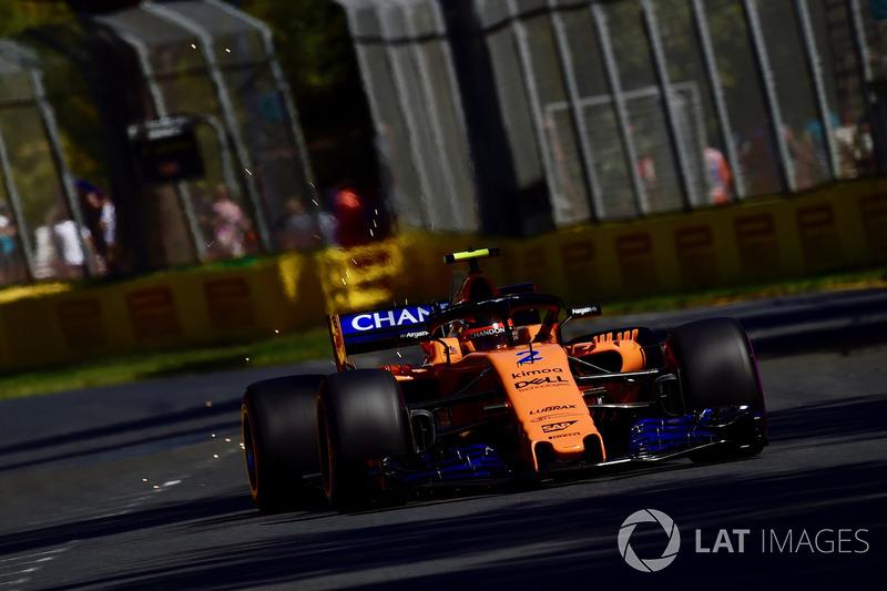 Stoffel Vandoorne, McLaren MCL33 saca chispas
