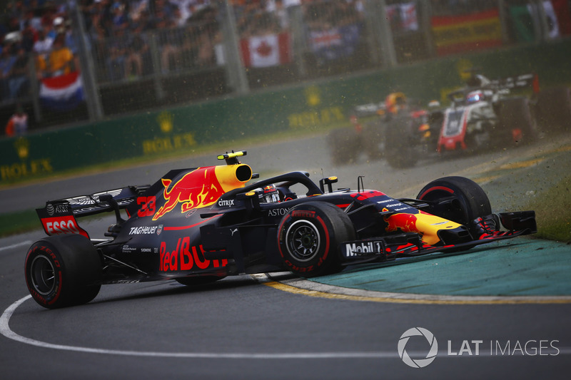 Max Verstappen, Red Bull Racing RB14 Tag Heuer, Romain Grosjean, Haas F1 Team VF-18 Ferrari