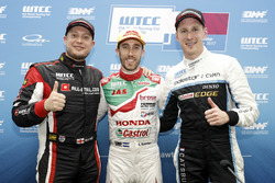 Pole position for Esteban Guerrieri, Honda Racing Team JAS, Honda Civic WTCC, Rob Huff, All-Inkl Motorsport, Citroën C-Elysée WTCC, Nicky Catsburg, Polestar Cyan Racing, Volvo S60 Polestar TC1