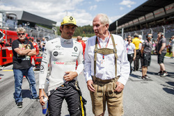 Carlos Sainz Jr., Renault Sport F1 Team, Helmut Markko, Consultant, Red Bull Racing, on the grid