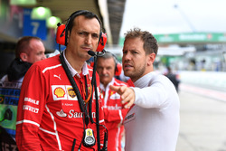 Riccardo Adami, Ferrari Race Engineer and Sebastian Vettel, Ferrari