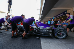 The damage on the car of Alex Lynn, DS Virgin Racing, being rolled back into the garage
