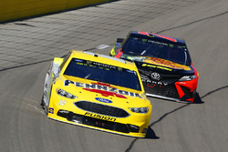 Ryan Blaney, Team Penske, Ford Fusion Menards / Pennzoil and Martin Truex Jr., Furniture Row Racing,
