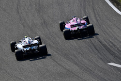 Lance Stroll, Williams FW41 and Sergio Perez, Force India VJM11 battle