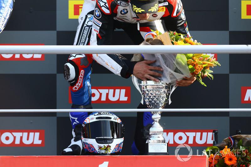 Sur le podium du STK1000 : le vainqueur Markus Reiterberger
