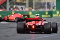 Kimi Raikkonen, Ferrari SF71H, Sebastian Vettel, Ferrari SF71H