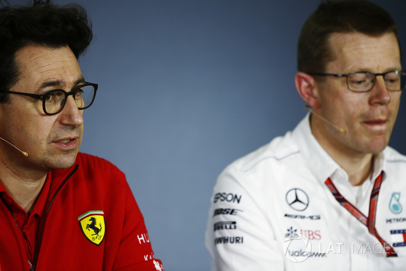 Mattia Binotto, Direktur Teknis Ferrari, dan Andy Cowell, Direktur Mercedes High Performance Powertrains