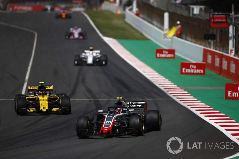 Кевин Магнуссен, Haas F1 Team VF-18, Карлос Сайнс, Renault Sport F1 Team RS18, и Шарль Леклер, Alfa Romeo Sauber C37