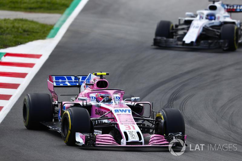 Эстебан Окон, Sahara Force India F1 VJM11, и Лэнс Стролл, Williams FW41