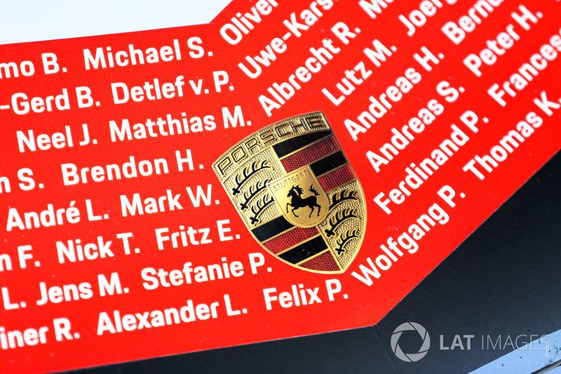 #1 Porsche Team Porsche 919 Hybrid detalle del frente con el nombre de los pilotos