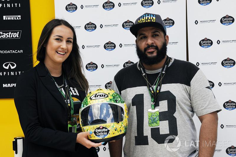 Alessandra Valllini, Ayrton Senna Foundation con una edición especial de su casco diseñada por Shock Maravillha