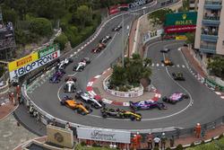 Carlos Sainz Jr., Renault Sport F1 Team R.S. 18, Stoffel Vandoorne, McLaren MCL33