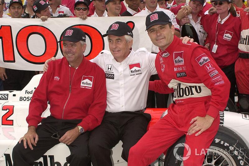 1. Gil de Ferran, Team Penske, mit Rick Mears und Roger Penske