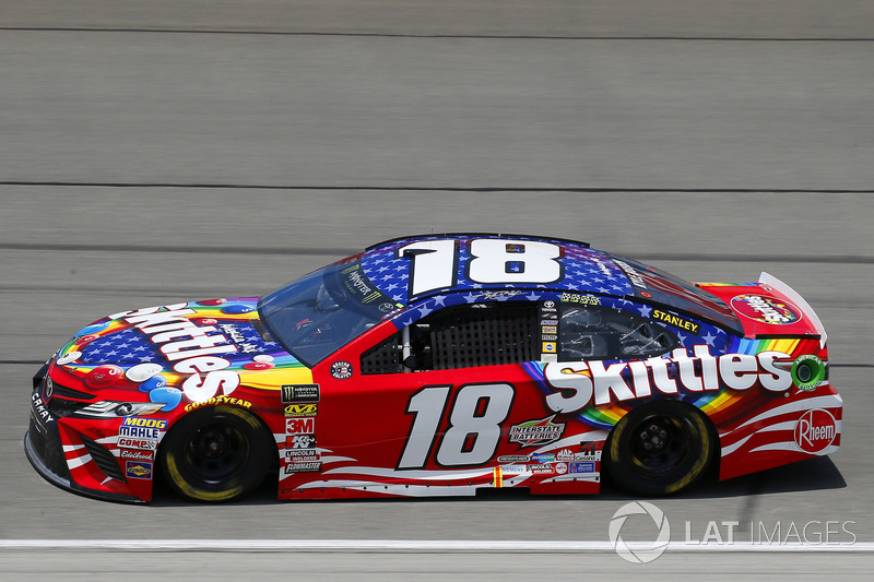 Kyle Busch, Joe Gibbs Racing, Toyota Camry Skittles Red White & Blue