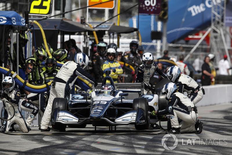 Max Chilton, Carlin Chevrolet, au stand