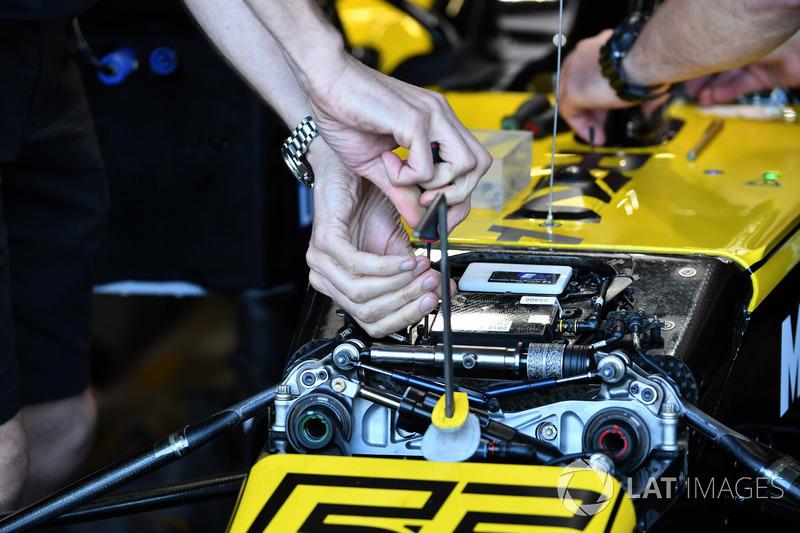 Detalle de la suspensión delantera Renault Sport F1 Team RS 18