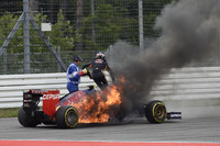Пожар: Даниил Квят, Toro Rosso STR9 Renault