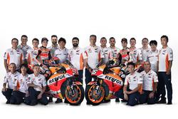 Dani Pedrosa en Marc Marquez, Repsol Honda Team met het team