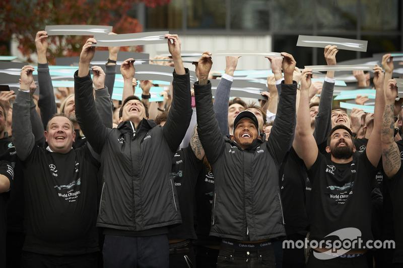 Lewis Hamilton, Mercedes AMG F1, Toto Wolff, directeur exécutif Mercedes AMG F1