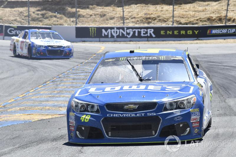 Jimmie Johnson, Hendrick Motorsports Chevrolet, A.J. Allmendinger, JTG Daugherty Racing Chevrolet
