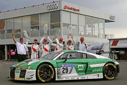 1. #29 Audi Sport Team Land-Motorsport, Audi R8 LMS: Christopher Mies, Connor De Phillippi, Markus Winkelhock, Kelvin van der Linde, mit Wolfgang Land, Teamchef, und Chris Reinke, Audi Sport