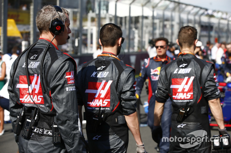Haas F1 Team engineers on the grid