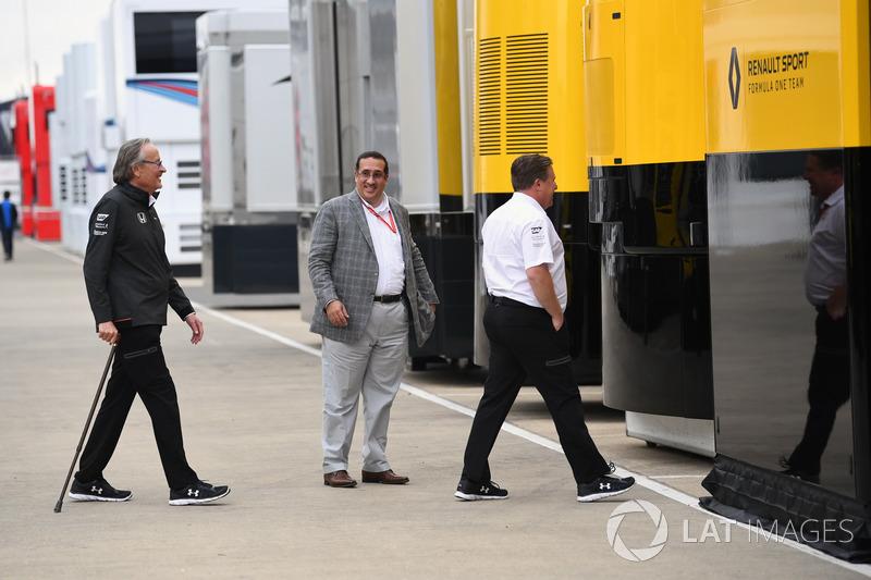 Мансур Ойех, генеральний директор TAG, Шейх Моххамед бін Ісса Аль-Халіфа, виконавчий директор McLaren Зак Браун