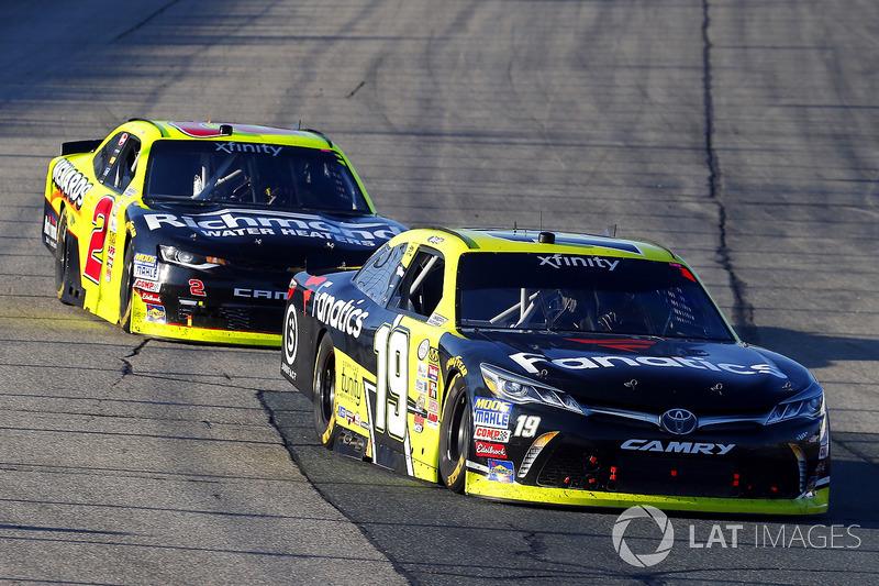 Matt Tifft, Joe Gibbs Racing Toyota y Ben Kennedy, GMS Racing Chevrolet