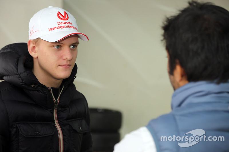 Mick Schumacher con Narain Karthikeyan