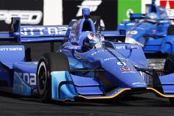 Scott Dixon, Chip Ganassi Racing Honda leads Tony Kanaan, Chip Ganassi Racing Honda