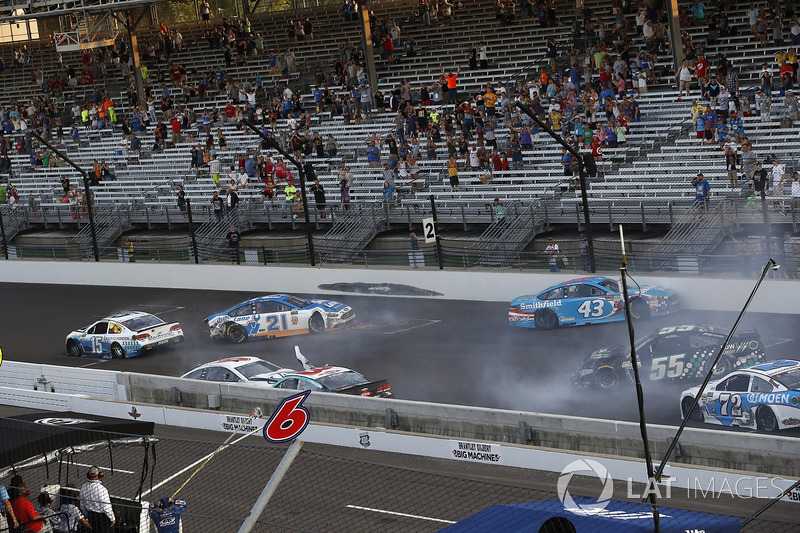 Crash: Trevor Bayne, Roush Fenway Racing Ford, Austin Dillon, Richard Childress Racing Chevrolet, Ryan Blaney, Wood Brothers Racing Ford, Aric Almirola, Richard Petty Motorsports Ford, Gray Gaulding, Premium Motorsports Chevrolet