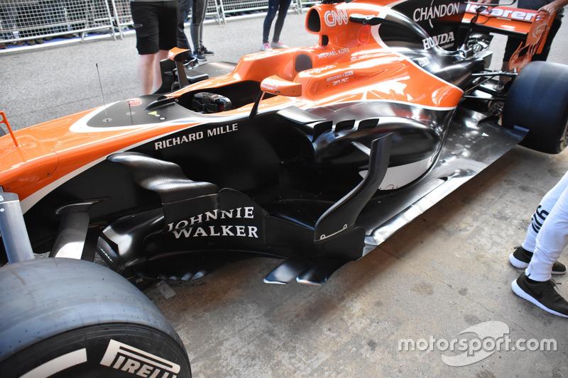 Боковий понтон McLaren MCL32