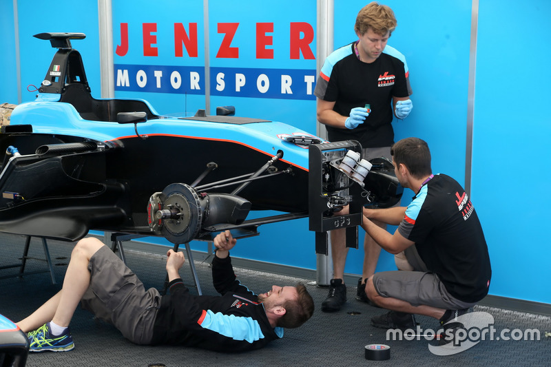 Jenzer Motorsport mechanics