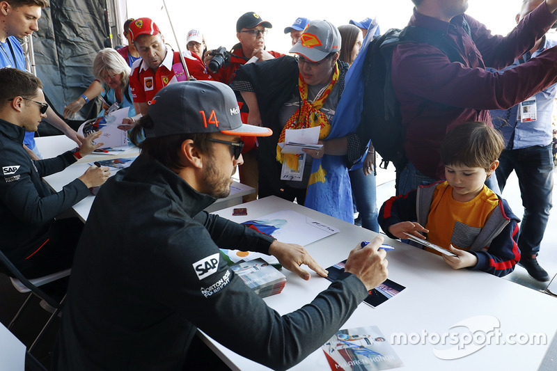 Fernando Alonso, McLaren, Stoffel Vandoorne, McLaren, sign autographs for fans