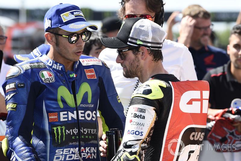 Друге місце у кваліфікації Валентино Россі , Yamaha Factory Racing, перше місце у кваліфікації серед незалежних гонщиків Кел Кратчлоу, Team LCR Honda