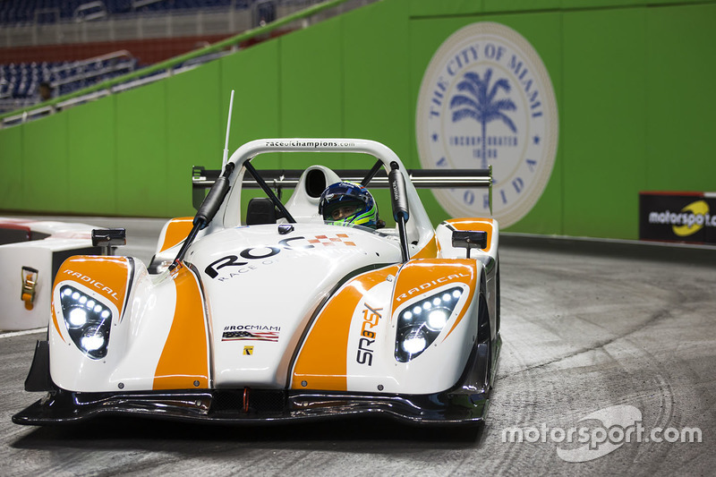 Felipe Massa maneja el Radical SR3 RSX