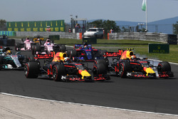 Daniel Ricciardo, Red Bull Racing RB13 and Max Verstappen, Red Bull Racing RB13 at the start of the race
