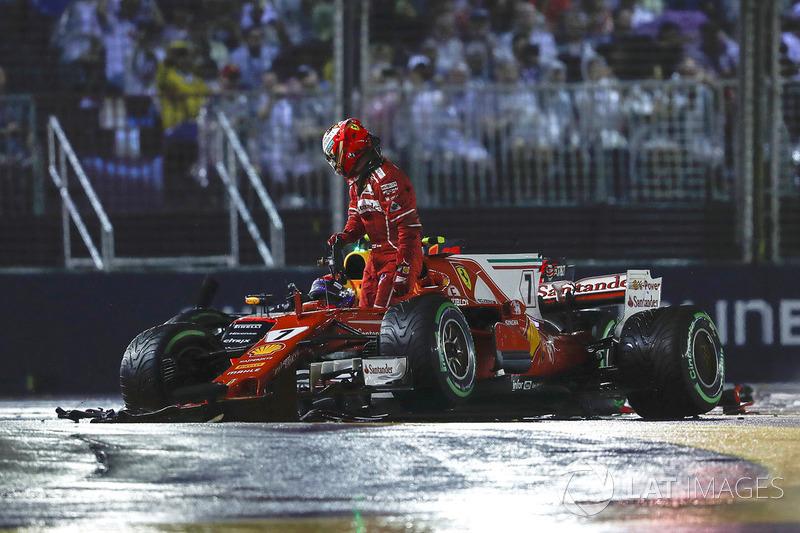 Kimi e Verstappen foram eliminados instantaneamente.