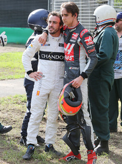 Fernando Alonso, McLaren with Esteban Gutierrez, Haas F1 Team after their race stopping crash