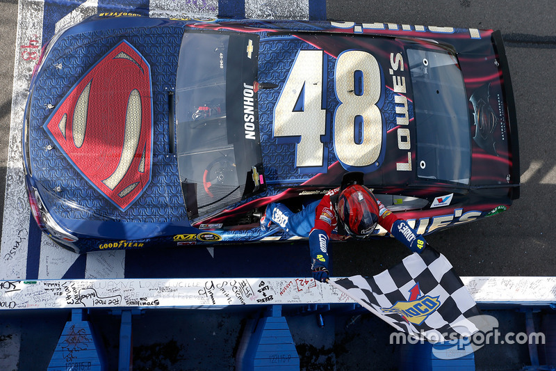 4. Jimmie Johnson, Hendrick Motorsports Chevrolet ganador de la carrera