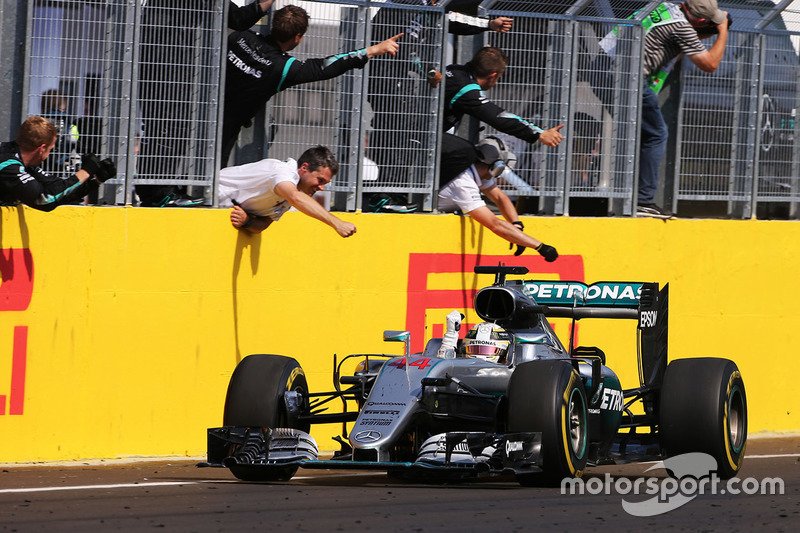 Winner Lewis Hamilton, Mercedes AMG F1 Team