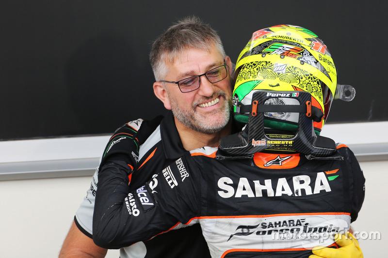 Sergio Pérez, Sahara Force India F1 celebra su tercera posición con el equipo de parc ferme