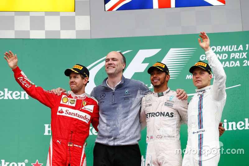 Подіум (зліва направо): Себастьян Феттель, Ferrari, друге місце; Льюїс Хемілтон, Mercedes AMG F1, переможець гонки; Валттері Боттас, Williams, третє місце
