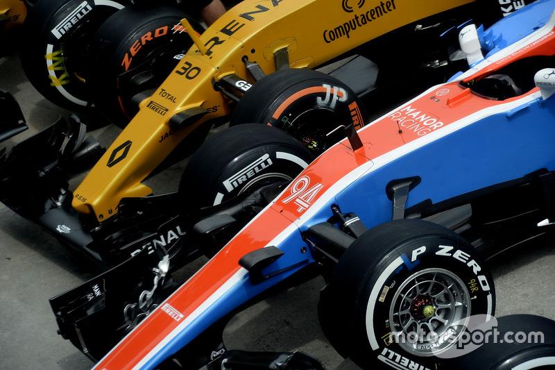 Pascal Wehrlein, Manor Racing MRT05; Jolyon Palmer, Renault Sport F1 Team RS16
