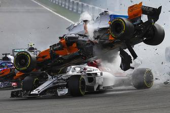 Шарль Леклер, Sauber C37, Фернандо Алонсо, McLaren MCL33